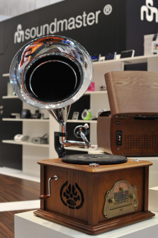 IFA 2013: Radio-CD-Kombi im Grammophon-Look